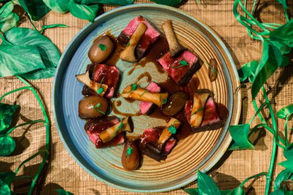 26 NOV - PIATTO BRERA - TAGLIATA DI MANZO con funghi cardoncelli e scalogno caramellato al balsamico (1)